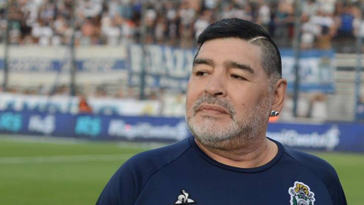 Murió Diego Armando Maradona, el ídolo de todos los ídolos del fútbol mundial