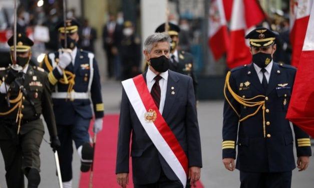 Confianza, salud, economía y democracia: los retos del Perú de Sagasti
