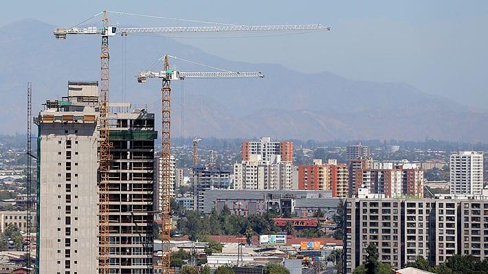 La burbuja inmobiliaria: Precios de las viviendas sobreendeudan a la clase media  y la empujan a  volver a los campamentos
