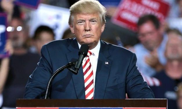 """EE UU y el mundo se salvaron de una gran tragedia: Donald Trump deja definitivamente la Casa Blanca, aunque prometió volver de """"alguna manera"""""""