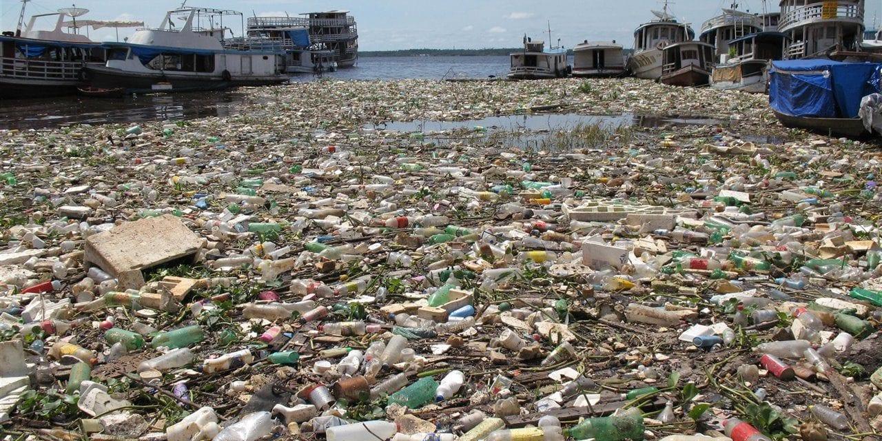 Ocho millones de toneladas de plástico terminan en los océanos cada año – Fuerte impulso para un acuerdo global en la ONU