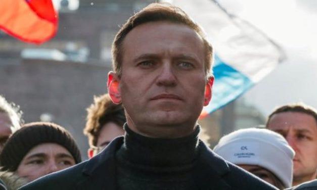 Rusia expulsa a diplomáticos europeos por acudir a protesta de apoyo al líder opositor Alexéi Navalni  y Asesinan a médico que lo había atendido