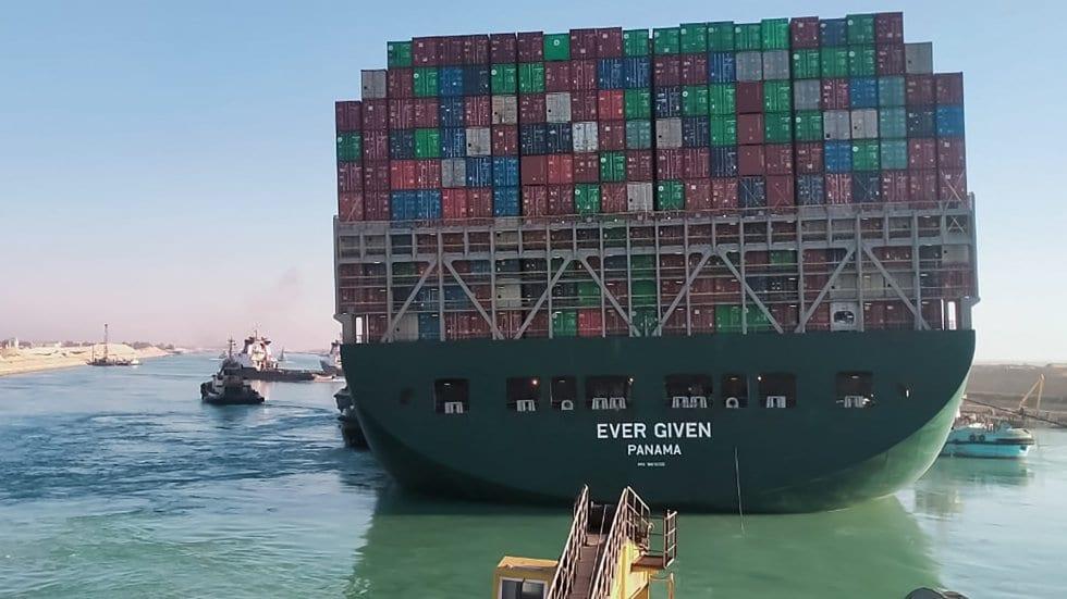 Este si que fue un «taco gigante», pero marítimo, en el Canal de Suez
