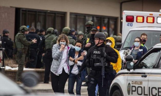 Atroz – Nuevo tiroteo en un supermercado en EE UU dejó saldo de diez muertos