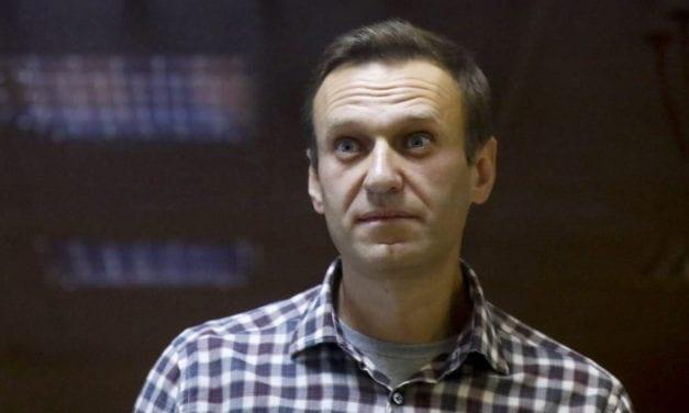 El opositor ruso Navalny encarcelado en Rusia está enfermo y sin atención médica