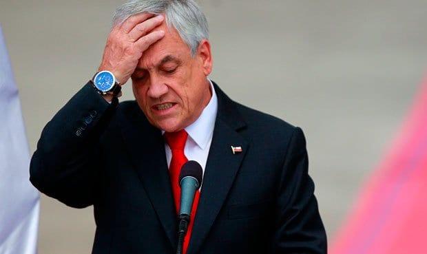 Piñera rema contra la corriente y arrastra al país a una crisis total y absoluta