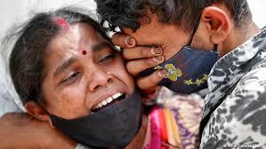 La tragedia de India: 323.144 casos nuevos 2.771 muertos en un día