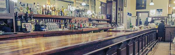 Una despedida de alma y corazón del tradicional Bar Inglés, un ícono del viejo Valparaíso
