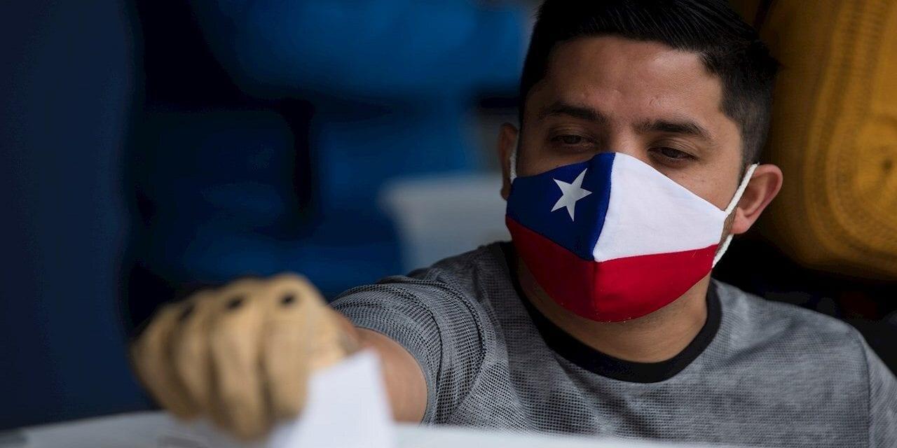 Sólo 43,35 por ciento del padrón electoral voto efectivamente en la mega elección chilena