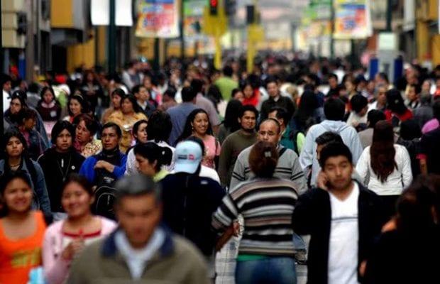 Cadem: Chilenos que se definen como de Clase Media retroceden de 43% en 2019 a 30% en 2021 (-13pts)