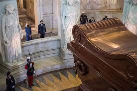 Napoleón pasa ahora, tras 200 años de su muerte, al banquillo de los acusados «empujado» por Macrón