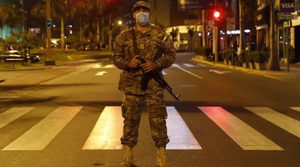 Por favor, no más cuarentenas ni  toques de queda piden los chilenos