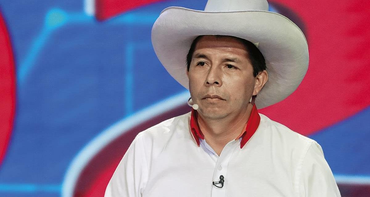 Gana el comunista Pedro Castillo en Perú