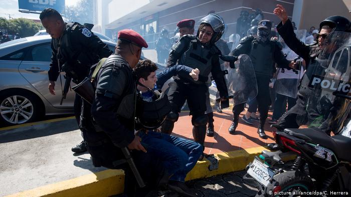El periodismo libre regresa al exilio