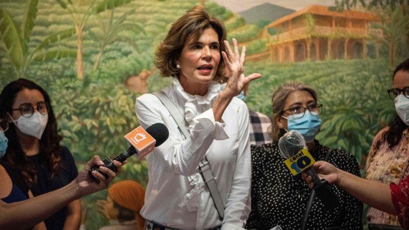 Daniel Ortega correrá solo en Nicaragua para mantener el poder tras vetar a su opositora principal