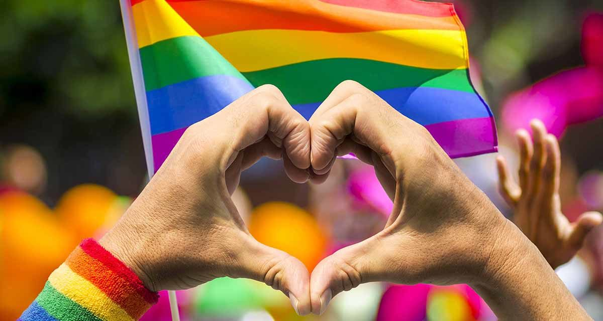 Matrimonio igualitario está cerca de ser ley tras la urgencia de Piñera a un texto que dormía en el Congreso como muchos otros