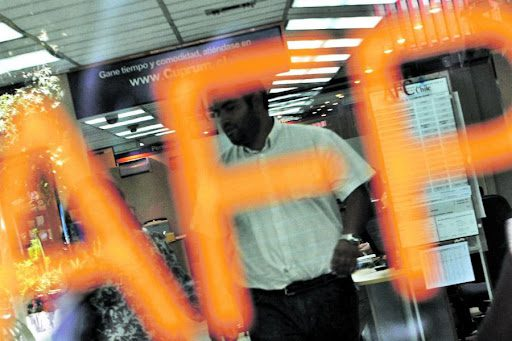 «locura» total: Cuarto retiro de la AFP junto a extensión del IFE generarían un sobrecalentamiento de la economía chilena